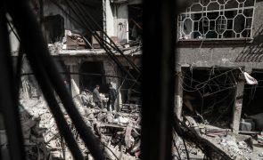 Raide aéreo sobre uma escola na Síria mata 15 crianças e 2 mulheres