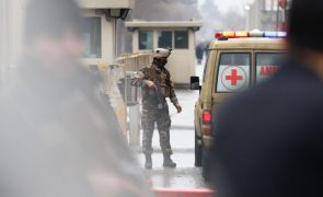 Homem-bomba suicida matou 26 pessoas em ataque perto de santuário xiita
