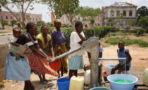 Quase metade dos agregados familiares angolanos sem acesso a água potável - UNICEF
