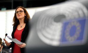 União Europeia espera ficar isenta de taxas norte-americanas sobre aço e alumínio