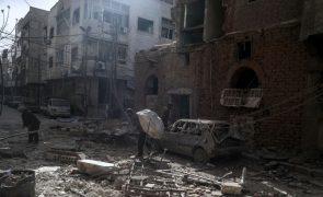 Grupo rebelde em Ghouta oriental, na Síria, anuncia cessar-fogo para negociações
