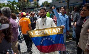 Militares controlam 12 ministérios, seis regiões e os alimentos dos venezuelanos