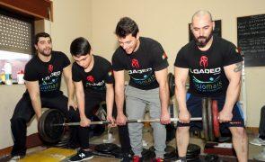 Abdicam do sofá na sala para lutar pelo título ibérico de levantamento de peso