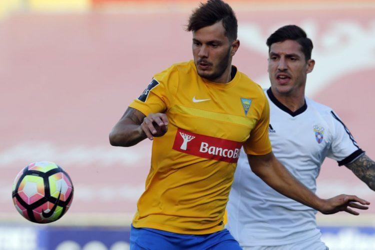 Kléber fratura maxilar e deve falhar jogo com Benfica