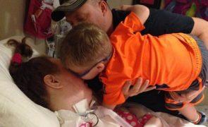 Entrou em coma quando o filho nasceu e ainda não o conhece