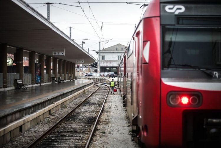 ÚLTIMA HORA: Máquina de manutenção ferroviária mata uma pessoa em Setúbal