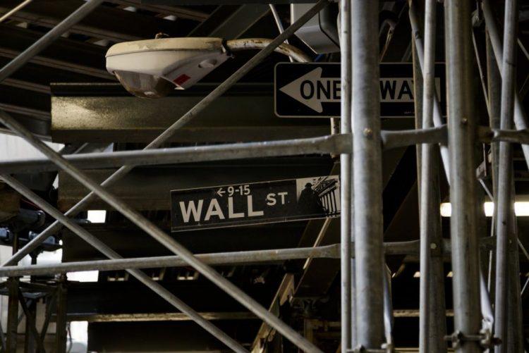 Wall Street fecha em alta graças à recuperação setor tecnologia e preços petróleo