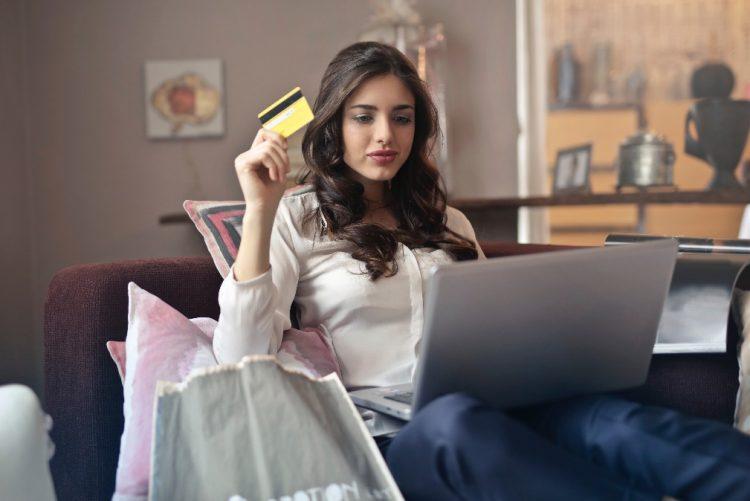 Agora já pode fazer compras online na C&A
