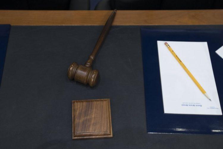 Mais de 130 acusados de fraude em exame de código conhecem hoje a decisão judicial