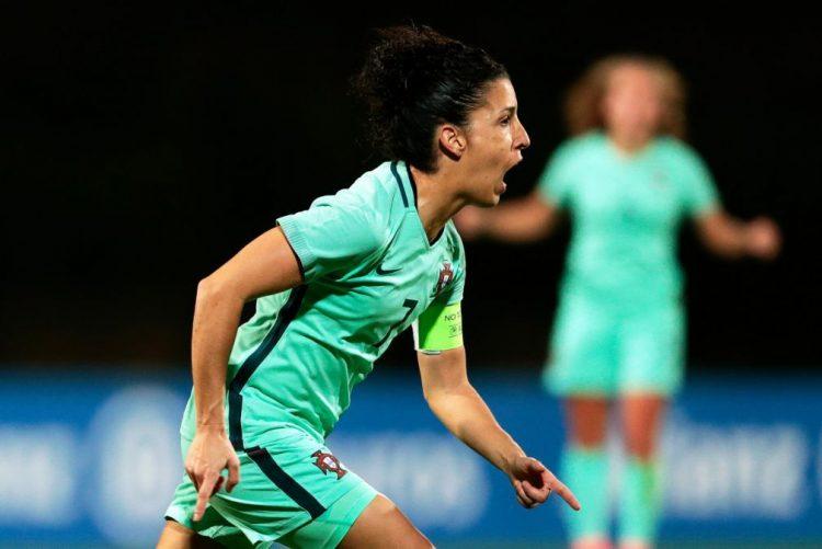 Cláudia Neto lamenta falta de minutos no clube, mas está preparada para ajudar Portugal