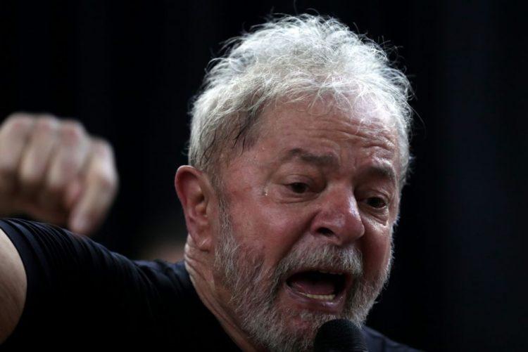 Ex-Presidente brasileiro Lula da Silva considera mandado de prisão absurdo