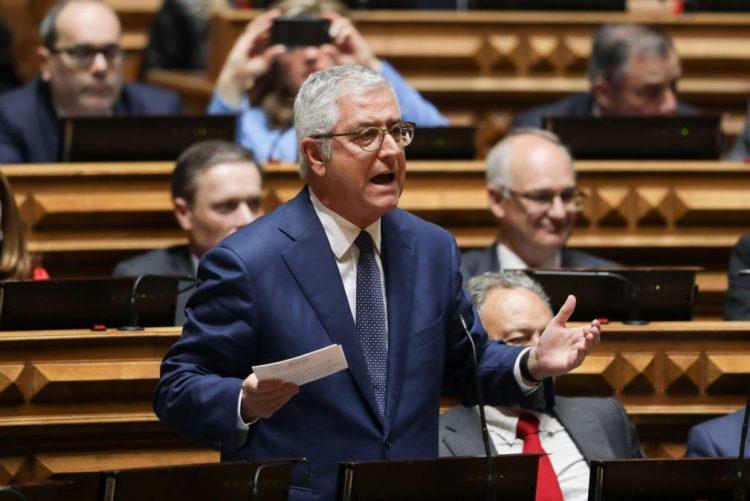 Eutanásia: Líder parlamentar do PSD, Fernando Negrão, admite referendo