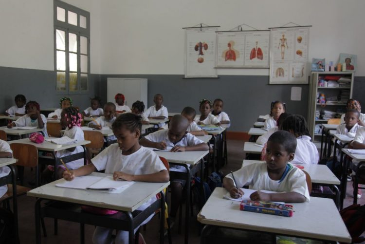 Professores angolanos confirmam 15 dias de greve a partir de segunda-feira