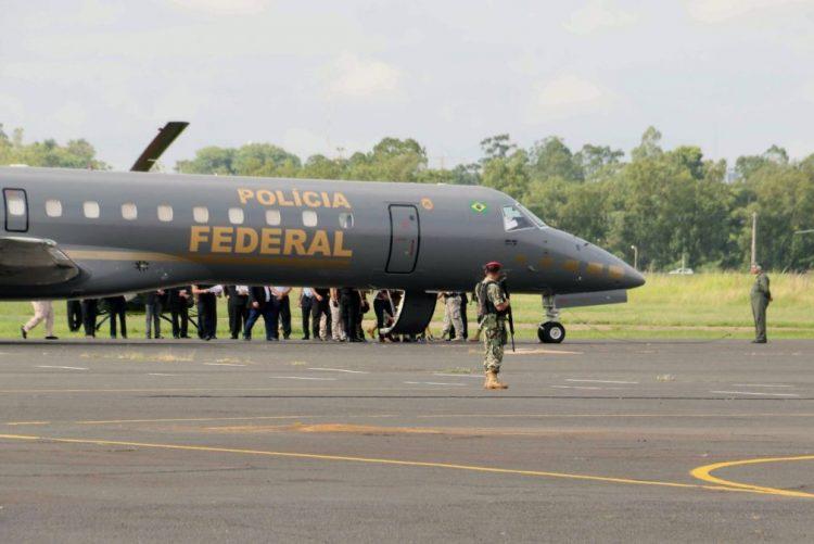 Polícia brasileira tem avião preparado para levar Lula da Silva para Curitiba