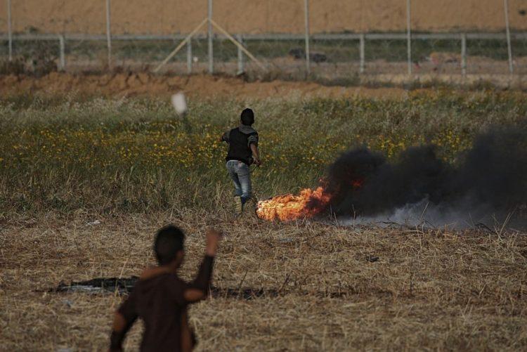 Sobe para 7 número de palestinianos mortos em nova vaga de confrontos na fronteira Gaza-Israel