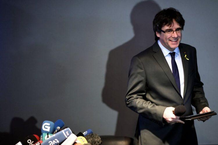Puigdemont descarta renúncia como deputado e quer mediação internacional