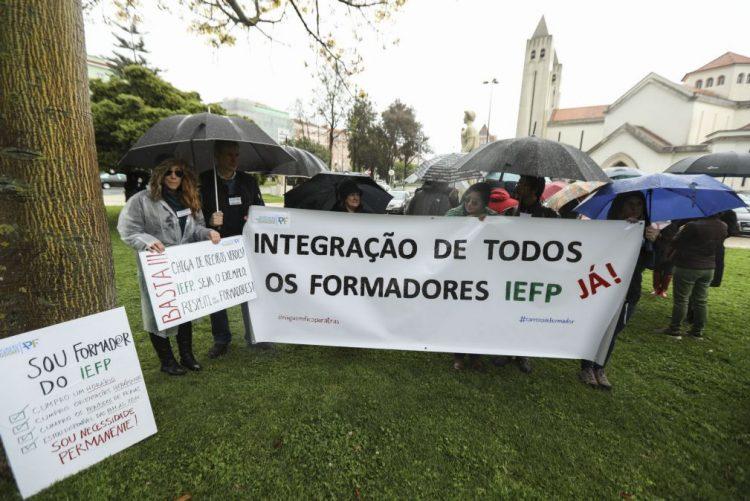 Uma centena de pessoas exigem em Lisboa rapidez na integração dos precários