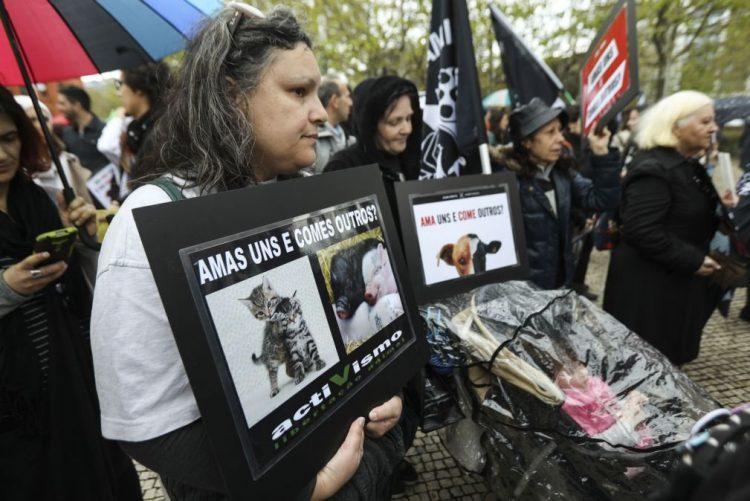 Duas centenas de pessoas marcharam em Lisboa pelos