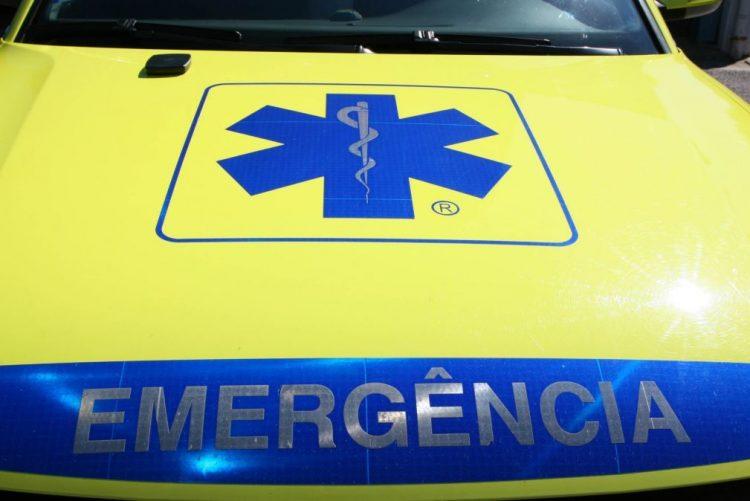 Colisão entre ligeiro e veículo de mercadorias faz um morto e um ferido ligeiro na A28