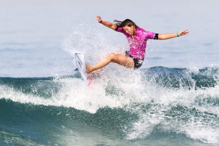 Surfista portuguesa Camilla Kemp terceira classificada no País Basco