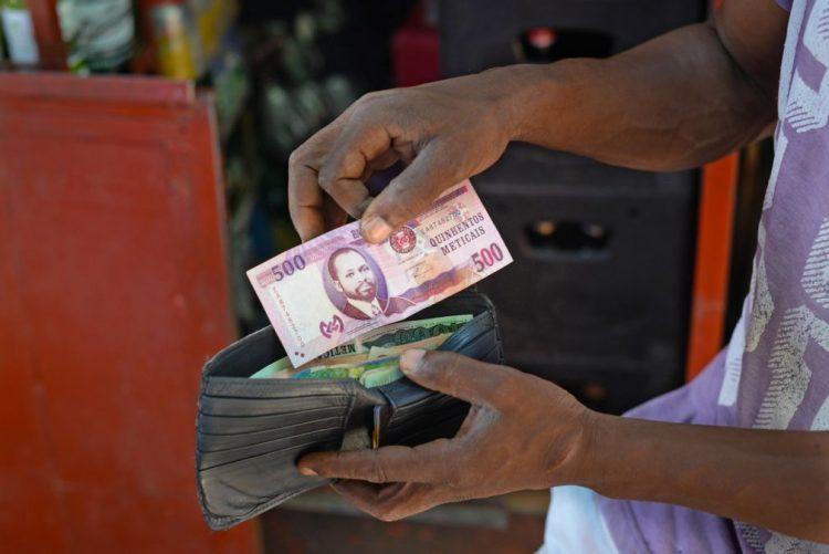 Moeda moçambicana recupera face ao euro e ao dólar americano