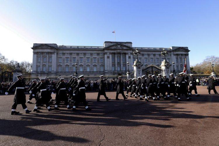 Polícia detém condutor de carrinha «suspeita» perto do Palácio de Buckingham