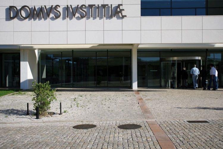 Tribunal adia sentença de julgamento de PSP que atingiu a tiro jovens em perseguição