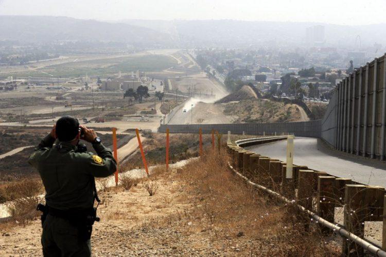 Três governadores republicanos norte-americanos reforçam fronteira com o México