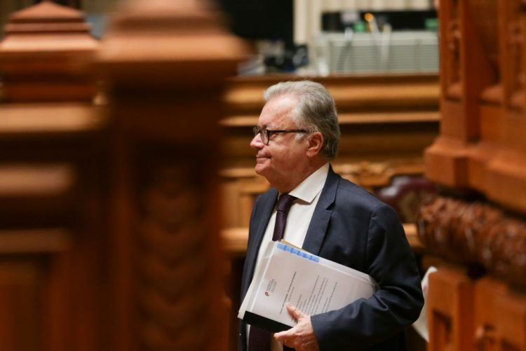 Ministro da Cultura volta hoje ao parlamento para falar de apoios