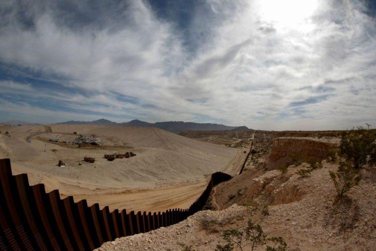 Elementos da Guarda Nacional dos EUA começaram a chegar à fronteira com o México