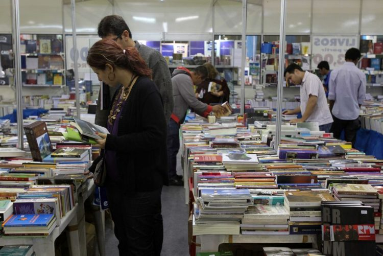 Escritor João Pinto Coelho participa no festival literário Flipoços, no Brasil