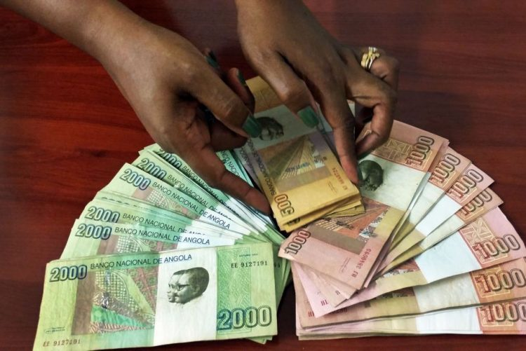 Kwanza angolano com segunda depreciação no espaço de uma semana