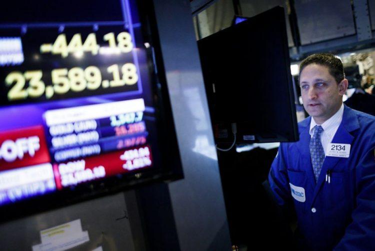 Wall Street começa a negociar no 'vermelho' com tensão entre EUA e Rússia