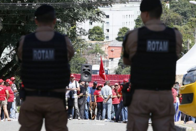 Sindicato pede transferência de Lula da Silva para unidade das Forças Armadas