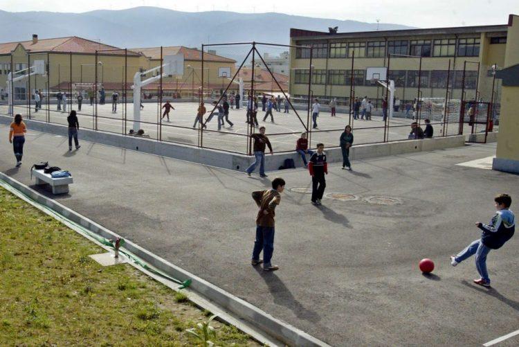 ALERTA | Trabalhadores das escolas marcam greve para maio