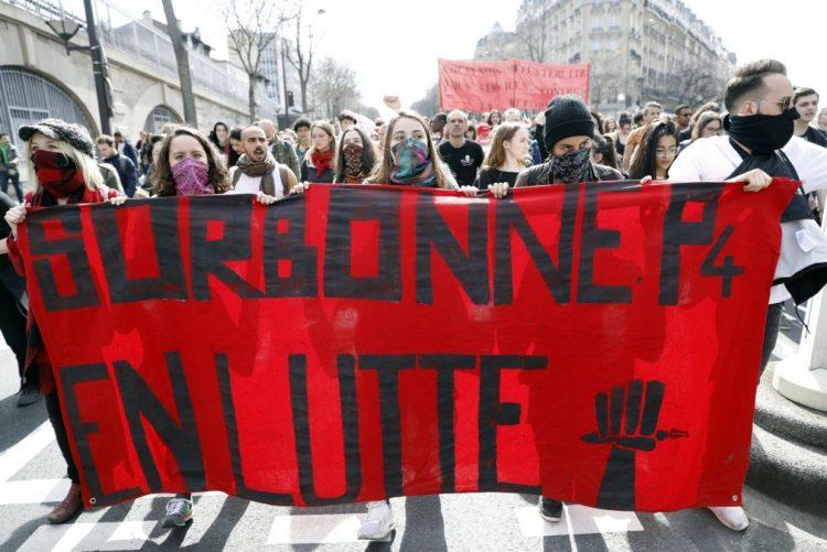 Quatro universidades francesas bloqueadas ou fechadas por causa de protestos