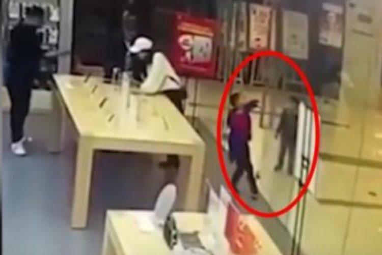 Menino de 4 anos ferido com gravidade em loja da Apple [vídeo]