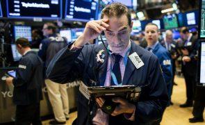 Wall Street fecha em baixa com tecnologia e juros a enervarem investidores