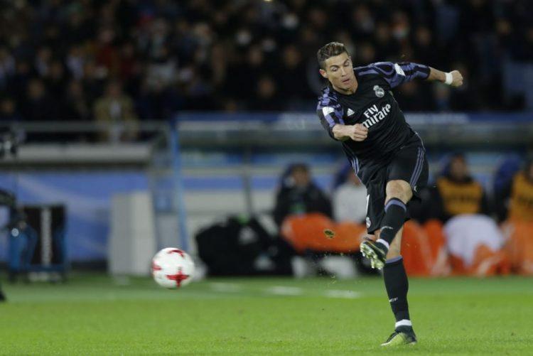 Real Madrid na final do Mundial de clubes com golos de Benzema e Ronaldo