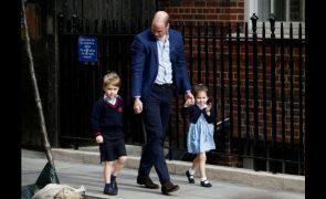 Bebé Real Revelado o que Kate e William disseram um ao outro à porta do hospital