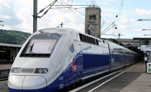 Comboio de alta velociadade avança entre Évora e Mérida