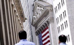 Wall Street encerra em alta graças a bons resultados e alívio nas taxas de juro