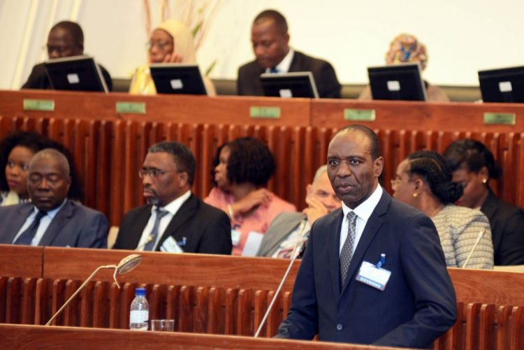 PM moçambicano diz que alcancar a paz é prioridade do Governo
