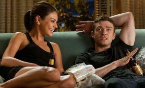 Marque já um encontro com o seu sofá: programas de televisão para o Dia dos Namorados