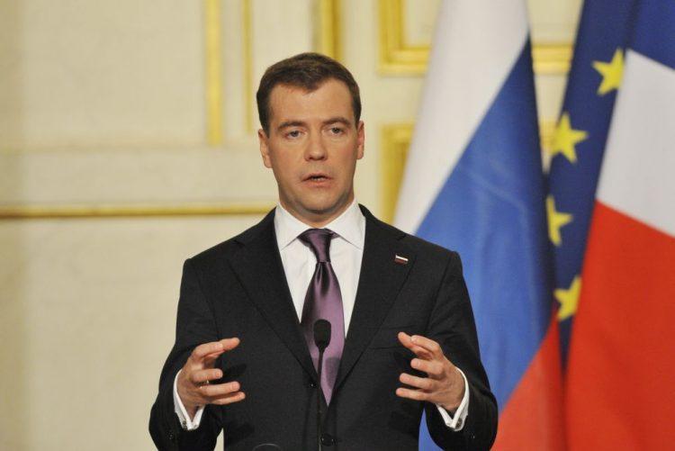Vladimir Putin volta a propor Medvedev para primeiro-ministro