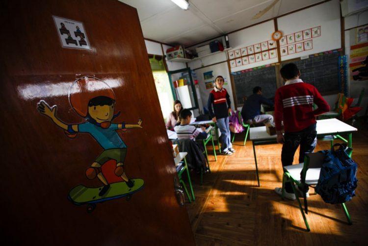 Manuais escolares do 3.º e 7.º ano não serão substituidos