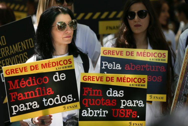 Adesão à greve dos médicos entre 85 e 95%, segundo balanço dos sindicatos
