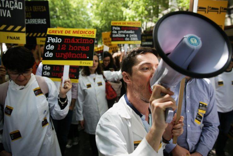 Segundo dia de greve dos médicos com várias unidades completamente paralisadas