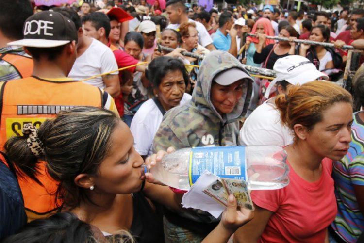 Um milhão de venezuelanos cruzaram a fronteira com a Colômbia para fugir da crise