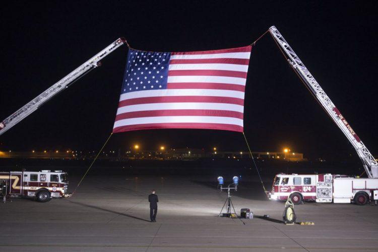 Cidadãos norte-americanos libertados pela Coreia do Norte chegaram aos EUA